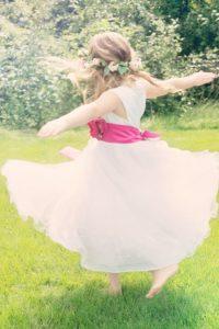 dancing-girl-556772_960_720